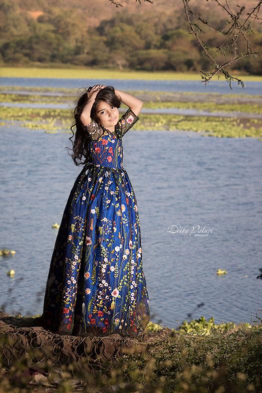 girl photo beside the lake